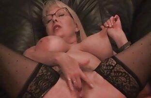 Loira com rabo grande em meias os melhores vídeos de pornô em hd seduz com Plug anal e massagem de óleo