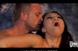 Uma rapariga com aparelho suga o whitesilla e os melhores vídeos pornô da internet perfura