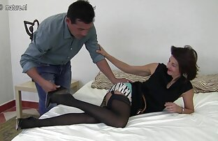 Double fisting in both her holes until she squirts os melhores filme pornô de sexo