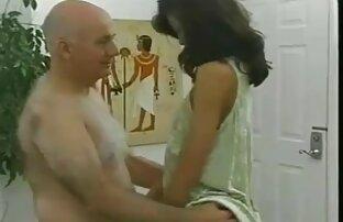É o melhor filme pornô de todos os tempos a primeira vez que ele esguicha! A mulher sensual experimenta um orgasmo molhado com um vibrador.