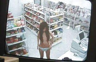 Uma rapariga branca com um rabo chique e uma Vixen ruiva faz sexo de porno gratis os melhores pé.