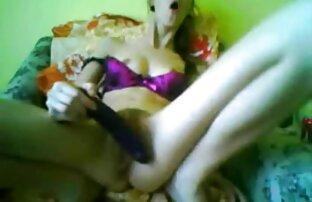 A Natalie brinca com a sua melhor vídeo porno rata molhada.